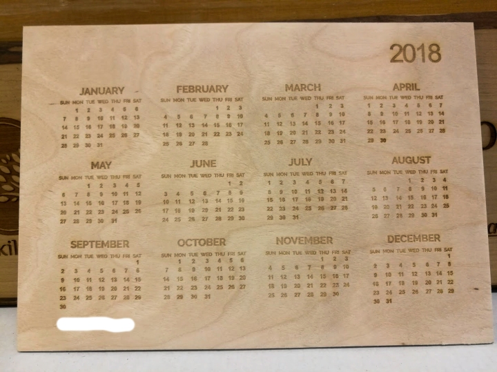 Puinen pöytäkalenteri, koivuviilu